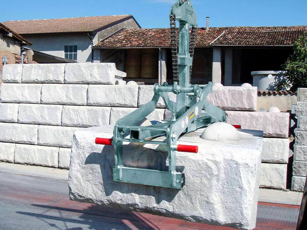 Kleště na betonová svodidla - Autodoprava Svatek Tábor